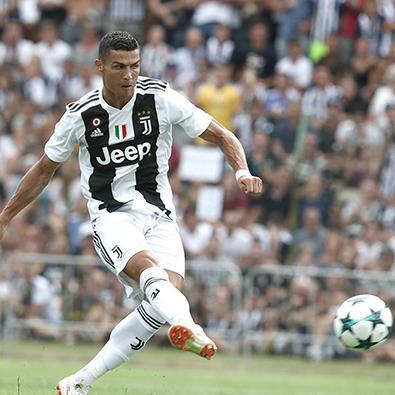 Chỉ cần 8 phút, CR7 đã có bàn thắng đầu tiên trong màu áo Juventus