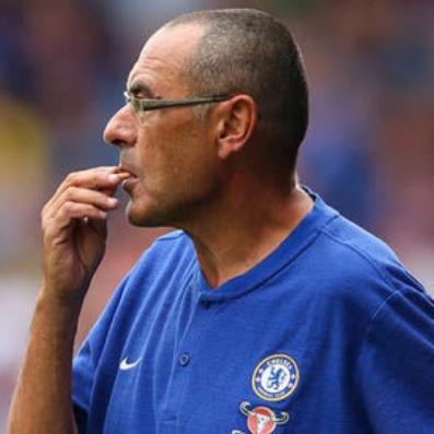 Chelsea phá lệ Ngoại hạng Anh vì thói quen hút thuốc của thuyền trưởng Maurizio Sarri?