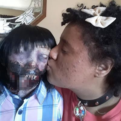 Cô gái trẻ nhất quyết kết hôn với con búp bê zombie mình yêu, bất chấp gia đình phản đối