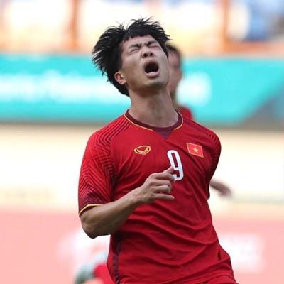 Phản ứng của Hòa Minzy khi Công Phượng ghi bàn giúp U23 Việt Nam chiến thắng?