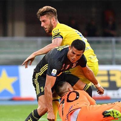 CR7 nhắn tin xin lỗi Sorrentino vì làm vỡ mũi thủ thành của Chievo