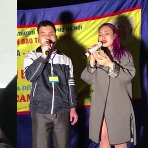 Những lần người hâm mộ rơi nước mắt vì hành động đẹp của ca sĩ Việt với fan