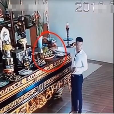 Bức xúc nam thanh niên đã không làm từ thiện còn trộm tiền công đức tại chùa ngay đầu tháng cô hồn