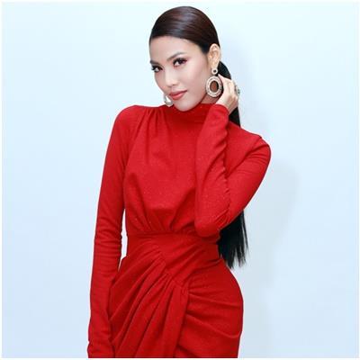 Diện đầm đỏ ôm sát cực quyến rũ đi sự kiện, Lan Khuê khiến chồng sắp cưới