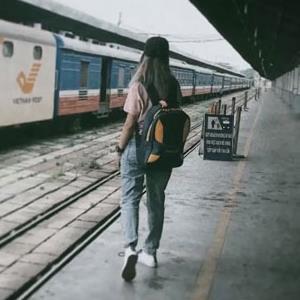 Trước khi 25 tuổi, hãy thử xuyên Việt một lần bằng tàu hỏa để ngắm trọn Việt Nam qua đường ray