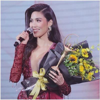 Đánh bại H'hen Niê, Phạm Hương, Lan Khuê xuất sắc nhận giải thưởng Biểu tượng Sắc đẹp của năm 2018