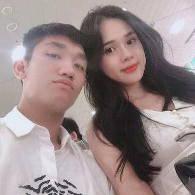 Cầu thủ 'hot boy' Trọng Đại đăng ảnh tình tứ, khoe bạn gái top 5 Hoa hậu Đại dương