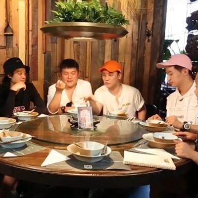 Seungri cay đắng thừa nhận ganh tị với G-Dragon vì không được idol nữ gọi điện