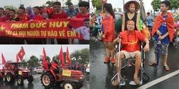 Cổ động viên bị liệt 6 năm, phải ngồi xe lăn vẫn cuồng nhiệt đội mưa đón Olympic Việt Nam về nước