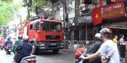 Dãy trọ trên đường Đê La Thành bất ngờ bùng cháy trở lại khiến người dân hốt hoảng