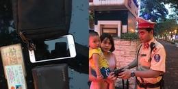 Hà Nội: CSGT trả lại túi xách có 20 triệu đồng cho người phụ nữ nghèo đi xin việc bỏ quên
