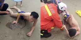 Chàng trai bị cá đuối cắn vào 'của quý' sau khi bơi ngoài biển, CĐM bình luận: 'Ai khóc nỗi đau này'