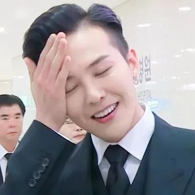 Không còn style độc lạ, G-Dragon hô biến thành