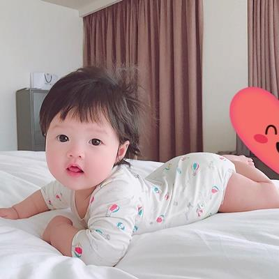 yan.vn - tin sao, ngôi sao - Hoa hậu Đặng Thu Thảo lần đầu tiên khoe ảnh cận mặt con gái cưng