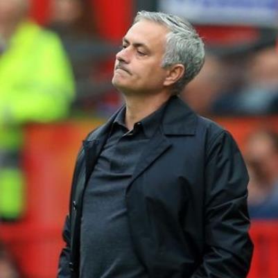 NÓNG: Không còn được lòng các cầu thủ MU, Jose Mourinho sẽ lại ra đường vì bị
