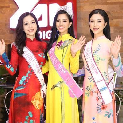 yan.vn - tin sao, ngôi sao - Hoa hậu Trần Tiểu Vy diện áo dài vàng rực đẹp 'đốn tim' xuất hiện sau đăng quang
