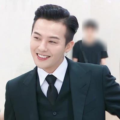 """Lúc nào cũng như """"bang chủ cái bang"""", ai mà ngờ khi lên đồ G-Dragon lại soái khí thế này"""