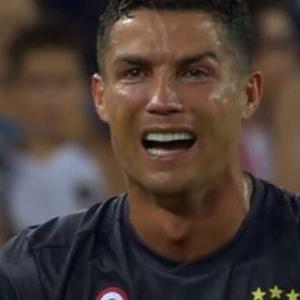 Tin trong ngày 20/09: Đàm Vĩnh Hưng ngất xỉu ở châu Âu, Ronaldo bật khóc tức tưởi