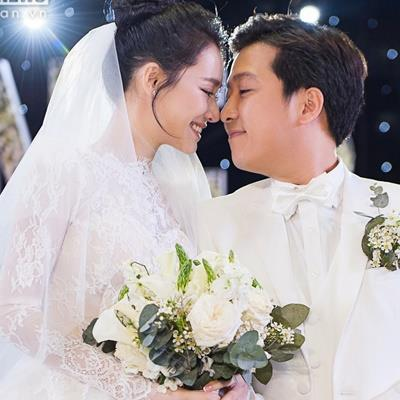 Ngày trọng đại đẹp như cổ tích nhưng sao váy cưới của Nhã Phương hao hao Đặng Thu Thảo thế kia