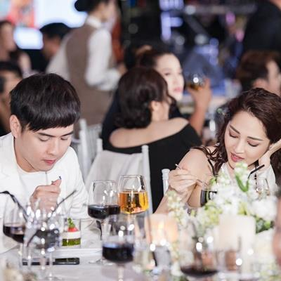 Hồ Quang Hiếu nói gì về bức ảnh nhìn Bảo Anh xa xăm trong đám cưới Trường Giang?