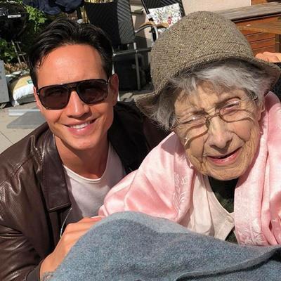 Bà ngoại Kim Lý vừa qua đời, Hồ Ngọc Hà là người đầu tiên làm ngay điều này với bạn trai