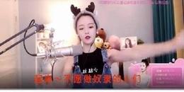 """Hát quốc ca """"phản cảm"""" khi livestream, hotgirl 2 triệu lượt theo dõi bị """"ném đá"""" không thương tiếc"""