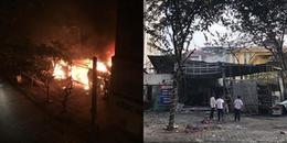 Hà Nội: 2 căn nhà bốc cháy dữ dội trong đêm, người dân hốt hoảng hô hoán nhau dập lửa