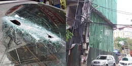 """Hà Nội: Thanh sắt """"từ trên trời"""" rơi xuống xuyên thủng ô tô khiến nhiều người hú vía"""