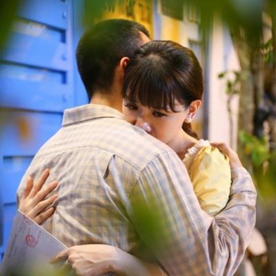 yan.vn - tin sao, ngôi sao - Trấn Thành ghen khi Hari Won ôm trai lạ: 'Để chống mắt lên coi hạnh phúc được bao lâu!'