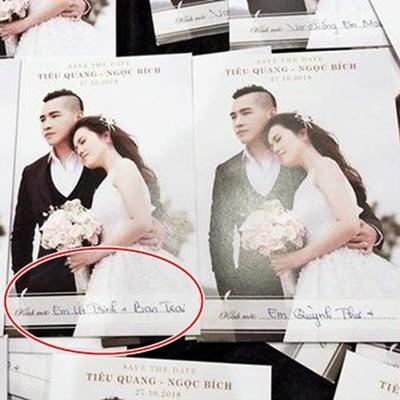 Chị gái Ngọc Trinh kết hôn với phi công trẻ là ca sĩ, mời cả người yêu mới của em gái đến dự