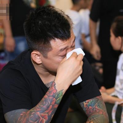 yan.vn - tin sao, ngôi sao - Siêu xe 16 tỷ của Tuấn Hưng gặp tai nạn nghiêm trọng, bẹp dí trên đường khiến fan lo lắng