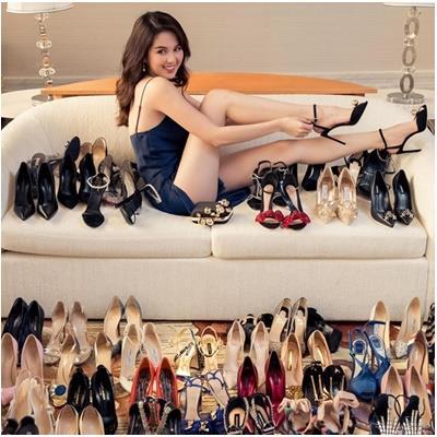 Ngọc Trinh khoe bộ sưu tập giày hiệu đồ sộ cùng phụ kiện