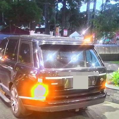Vận đen đu bám Vbiz, xe tiền tỷ của Hồ Ngọc Hà bất ngờ bốc khói giữa đường khiến fan lo lắng