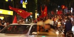 Hàng nghìn CĐV đổ xuống đường ăn mừng chiến thắng của tuyển Việt Nam, Hà Nội lại một đêm không ngủ