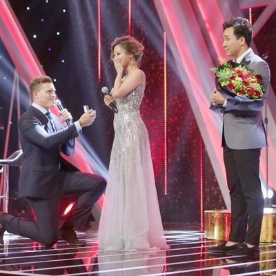 Học trò Đàm Vĩnh Hưng được bạn trai Tây cao 2m cầu hôn trên sóng truyền hình