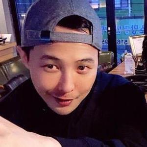 G-Dragon mũm mĩm sau vài tháng nhập ngũ khiến fan nhìn là muốn
