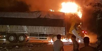 Tai nạn kinh hoàng: 2 người chết cháy trong ca-bin xe tải