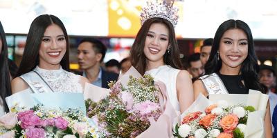 Hoa hậu Khánh Vân cùng hai Á hậu bật khóc khi trở về sau đăng quang