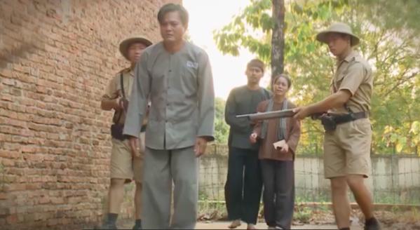 """""""Tiếng sét trong mưa"""" lộ kết bi thảm: Thanh Bình bị bắn chết, Thị Bình khóc nức nở nhìn Khải Duy đi tù  - Ảnh 9."""