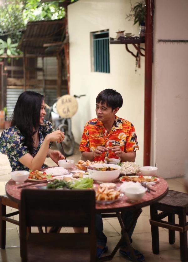 Trong web drama của Hồng Vân, Lê Lộc còn vào vai là người thầm thích Tuấn Dũng nhưng anh đã có đối tượng mới. (Ảnh: FBNV) - Tin sao Viet - Tin tuc sao Viet - Scandal sao Viet - Tin tuc cua Sao - Tin cua Sao