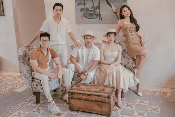 Chỉ đi trà chiều mà họ ăn mặc rất đầu tư (Ảnh: FBNV) - Tin sao Viet - Tin tuc sao Viet - Scandal sao Viet - Tin tuc cua Sao - Tin cua Sao