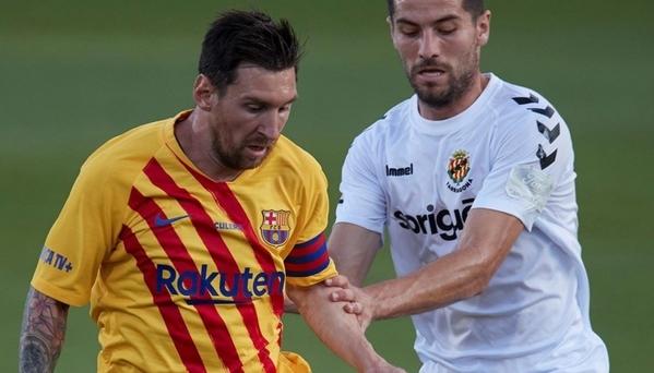 Messi mất bình tĩnh trước cầu thủ hạng Hai