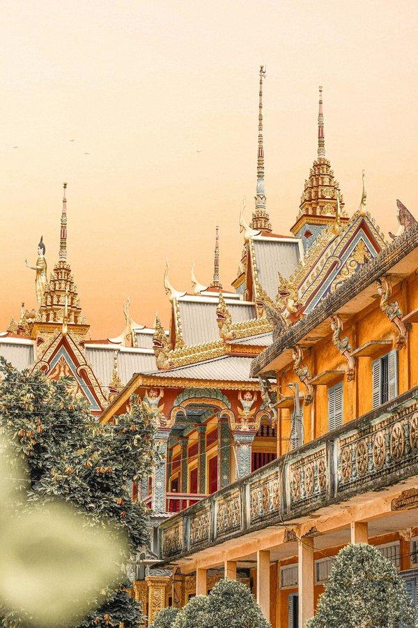 Kiến trúc lộng lẫy như xứ sở Chùa Vàng.