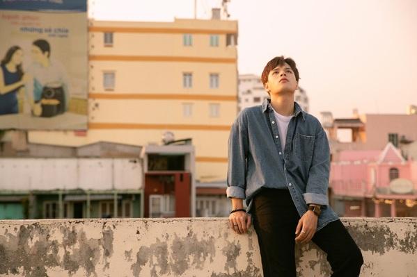 MV Càng lớn càng cô đơn, sản phẩm đánh dấu sự trở lại của nam ca sĩ.