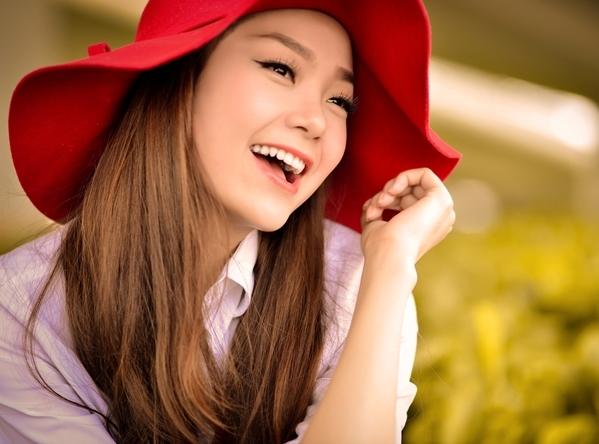 Hình ảnh ngày xưa mang nét thuần khiết đáng yêu nhờ gương mặt tròn bầu bĩnh và hàm răng thưa của Minh Hằng. (Ảnh: FBNV)