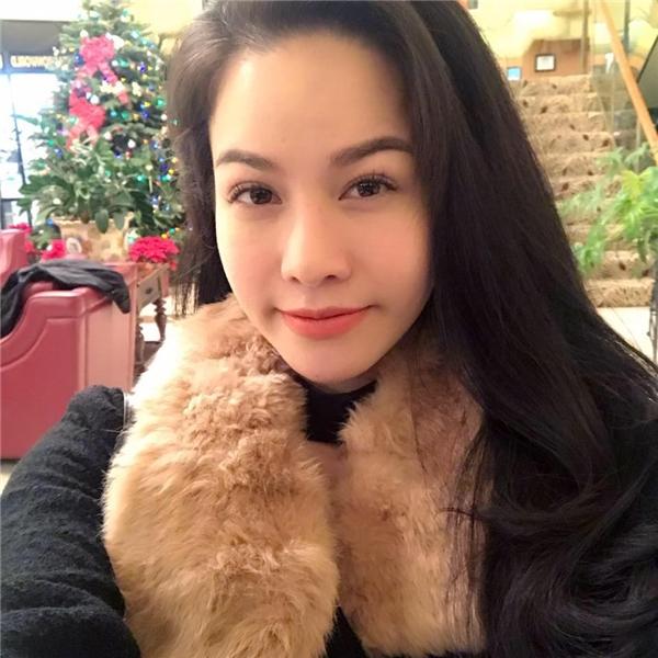 Hồi mới nổi tiếng, Nhật Kim Anh khiến nhiều người thắc mắc với họ Nhật. Tuy nhiên đây chỉ là nghệ danh hoạt động nghệ thuật của nữ ca sĩ này, còn tên thật cô là ĐỗThị Kim Huê. - Tin sao Viet - Tin tuc sao Viet - Scandal sao Viet - Tin tuc cua Sao - Tin cua Sao