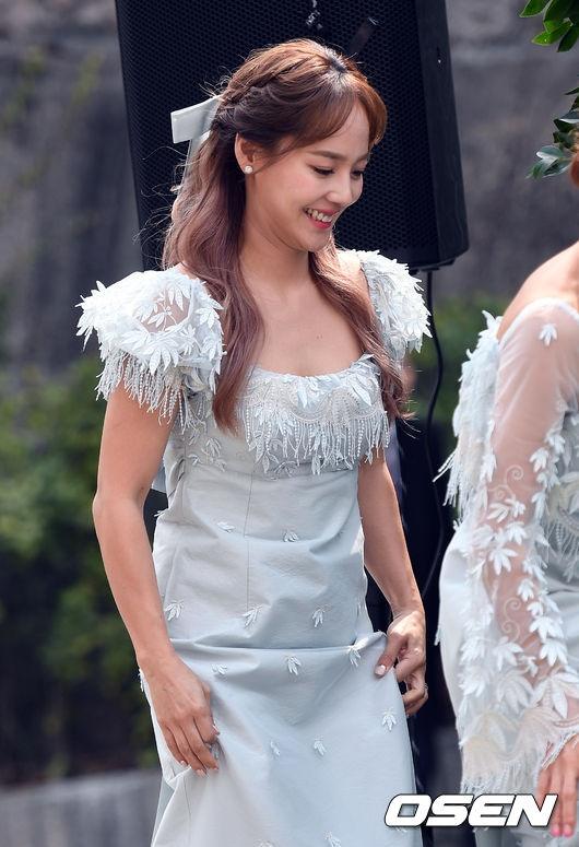 Hôn lễ đẹp nhất xứ Hàn: Dàn sao khủng hội tụ lễ cưới thành viên S.E.S