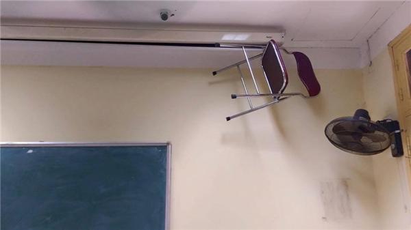 """Sức mạnh siêu nhiênnào đã giúp chiếc ghế """"bay lên trần nhà"""" thế kia?"""