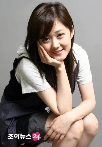 """36 tuổi vẫn trẻ đẹp như thiếu nữ, Jang Nara bị fan gọi là """"ma cà rồng"""""""