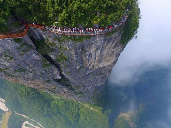 Hành lang dọc theo vách đá cheo leoở quận Trương Gia Giới thuộc tỉnh Hồ Nam, Trung Quốc.